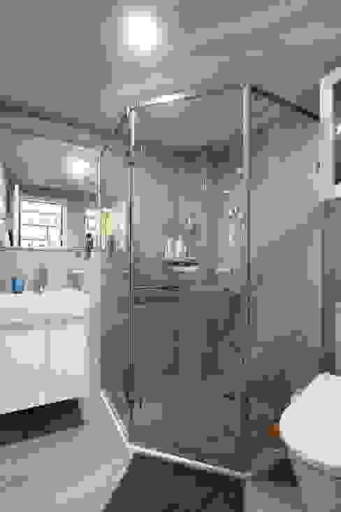幾何形的沖澡空間:  浴室 by 奕禾軒 空間規劃 /工程設計, 現代風