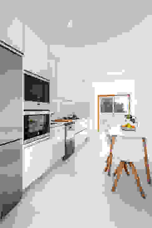 Minimalistische Küchen von MOBEC Minimalistisch