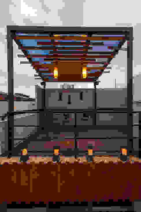 Residencia Polanco MAGIA ARQUITECTONICA Balcones y terrazas minimalistas