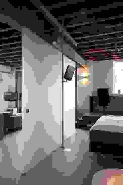 Pasillos y vestíbulos de estilo  por Thijssen Verheijden Architecture & Management, Escandinavo