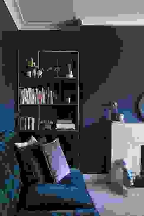 1930s Apartment Redesign: Living Room Lunar Lunar Ruang Keluarga Klasik Perunggu Blue