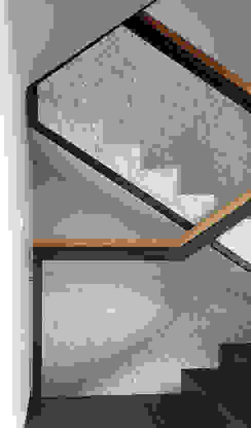 Treppengeländer von boehning_zalenga koopX architekten in Berlin Minimalistisch Eisen/Stahl