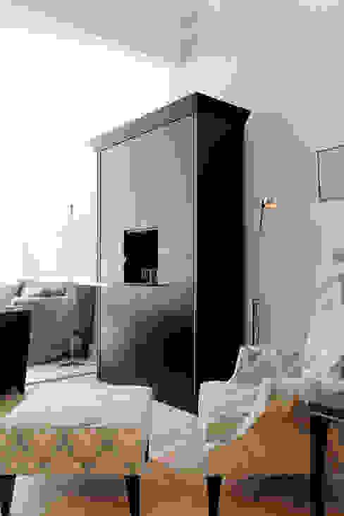 Urban Living : modern  von M-Moebeldesign - Interior by BOCK ,Modern Textil Bernstein/Gold