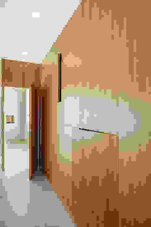 manuarino architettura design comunicazione Pasillos, vestíbulos y escaleras modernos