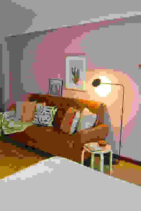 Habitaciones de estilo escandinavo de Tangerinas e Pêssegos - Design de Interiores & Decoração no Porto Escandinavo Madera Acabado en madera