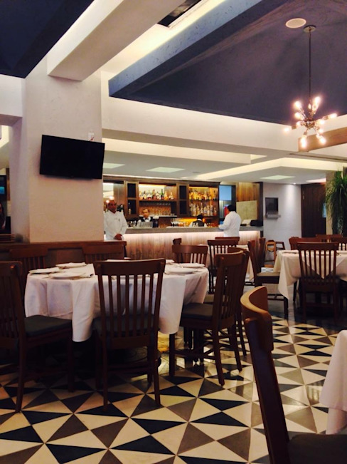 Restaurante Atalaya Bosques CDMX de HERRERA ARQUITECTOS Moderno