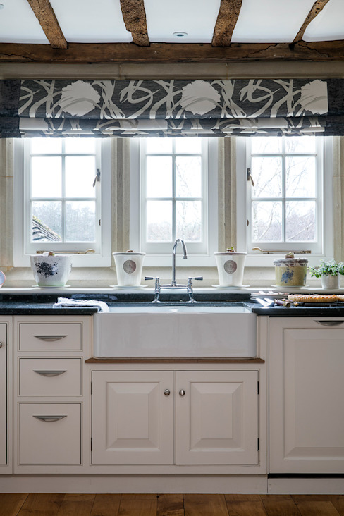 West Sussex Country Kitchen par Elizabeth Bee Interior Design Rural