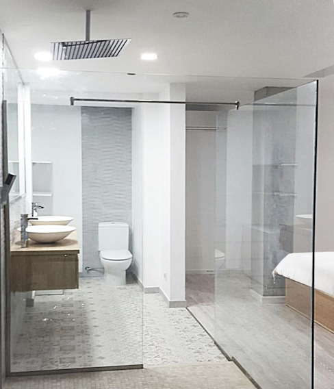 Minimalist style bathroom by SP_Arquitectura Minimalist Glass