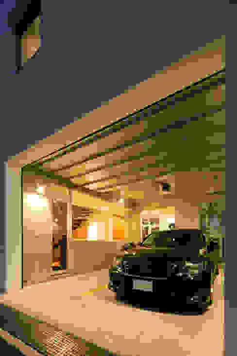 株式会社横山浩介建築設計事務所 Garajes modernos