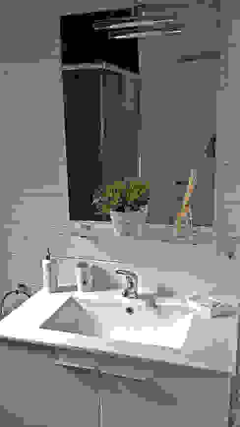 baño pequeño con ducha. Baños clásicos de Construcción de casetas de Madera en Madrid Clásico