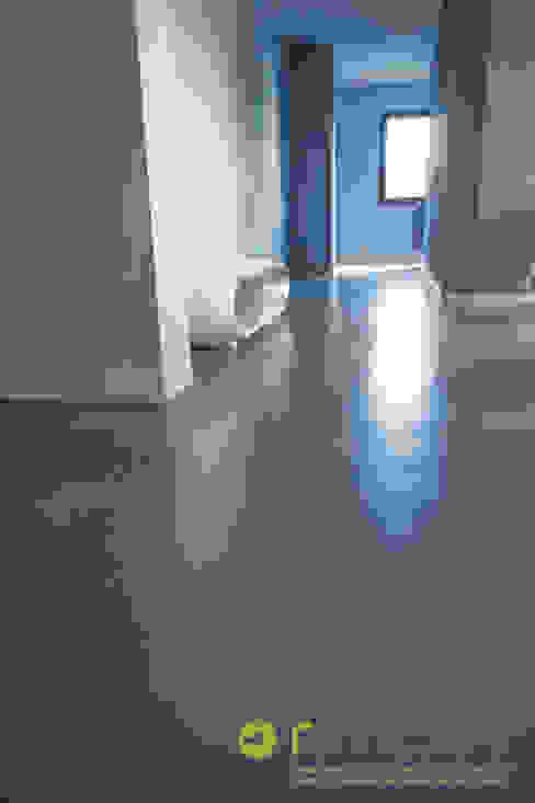 Pavimenti in microcemento RIMPER SAS di Galli Adriano e C. Negozi & Locali commerciali moderni Cemento