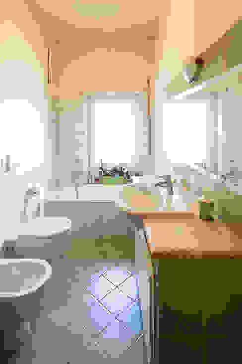 Il bagno LRC Architettura e Design Bagno in stile classico Verde