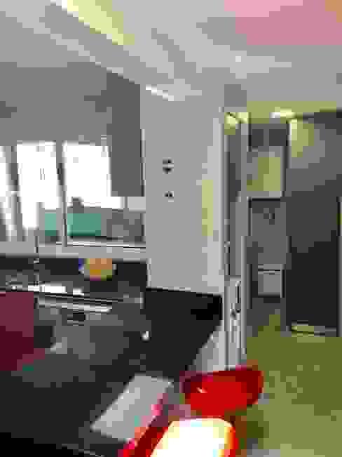 Vsita 2 Cocinas de estilo moderno de balConcept SpA Moderno