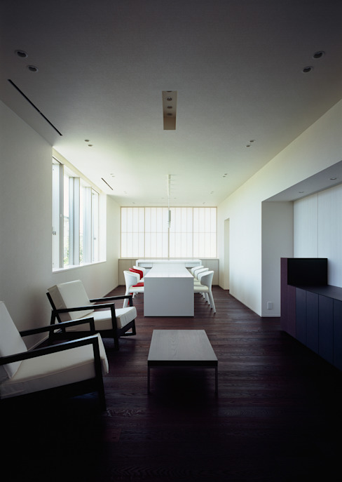 リビング モダンデザインの リビング の 松岡淳建築設計事務所 モダン