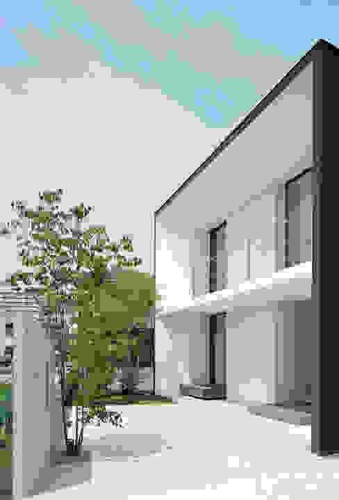 Casas modernas de 松岡淳建築設計事務所 Moderno