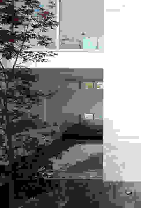 Jardines de estilo moderno de 松岡淳建築設計事務所 Moderno