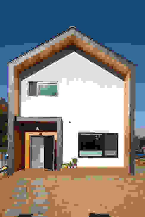 Koridor & Tangga Modern Oleh 위드하임 Modern Kayu Wood effect