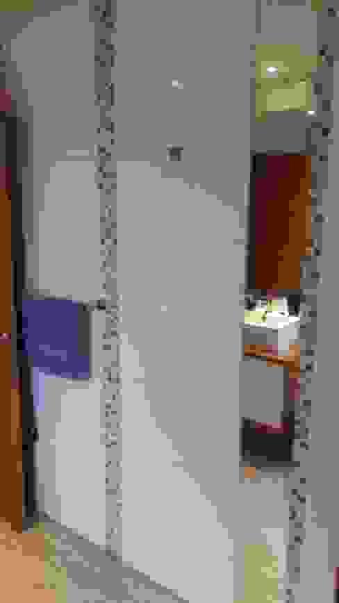 Ванные комнаты в . Автор – SIMPLEMENTE AMBIENTE mobiliarios hogar y oficinas santiago , Модерн Дерево Эффект древесины