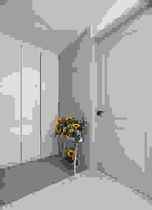 Doors by 디자인담다,
