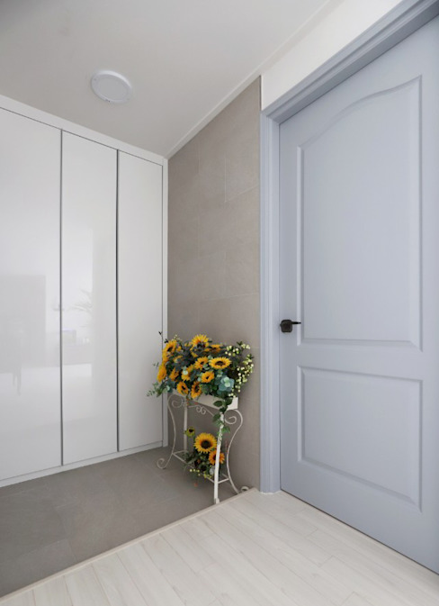 Modern style doors by 디자인담다 Modern