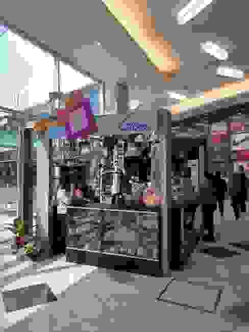Góndola de regalería en shopping Paso el Bosque de Rosario: Shoppings y centros comerciales de estilo  por Faerman Stands y Asoc S.R.L. - Arquitectos - Rosario,Minimalista Vidrio