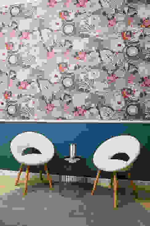 Dettaglio Reception - zona di attesa:  in stile  di Creattiva Home ReDesigner  - Consulente d'immagine immobiliare, Eclettico Carta