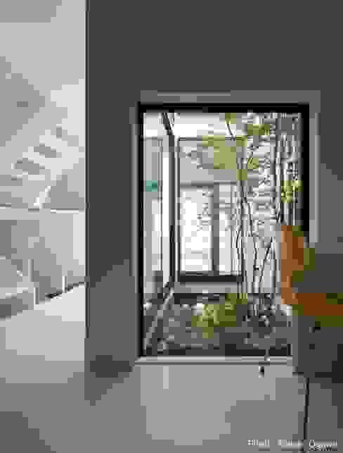 坪庭に面した書斎: 石川淳建築設計事務所が手掛けた書斎です。,ミニマル