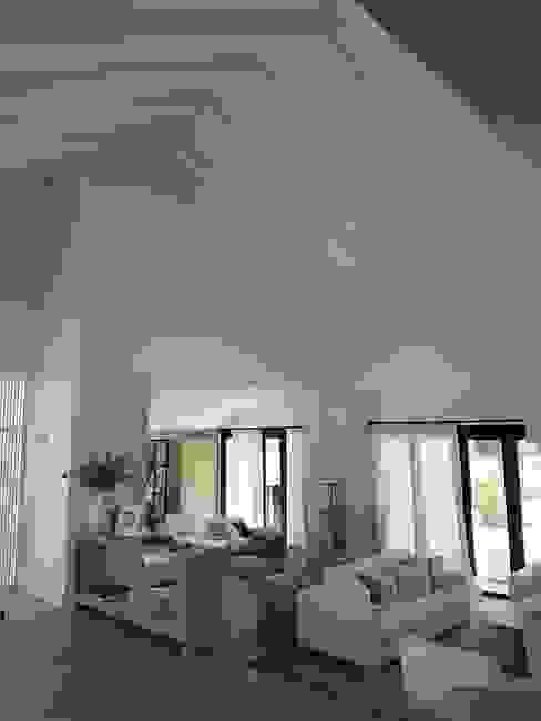 Living room by ESTRUCTURAS DE MADERAS RIGÓN en Málaga,