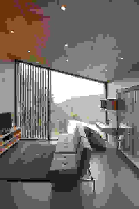 vista interna Soggiorno moderno di Ecospace Italia srl Moderno Legno Effetto legno