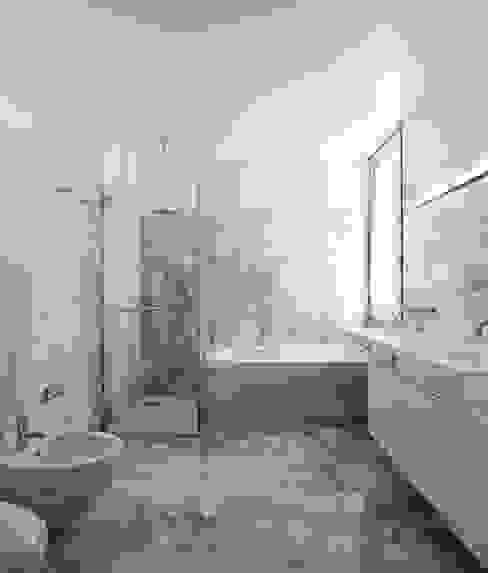 Projecto Xieira I A2+ ARQUITECTOS Casas de banho minimalistas