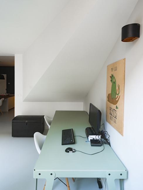 Interior View Modern Study Room and Home Office by Kevin Veenhuizen Architects Modern