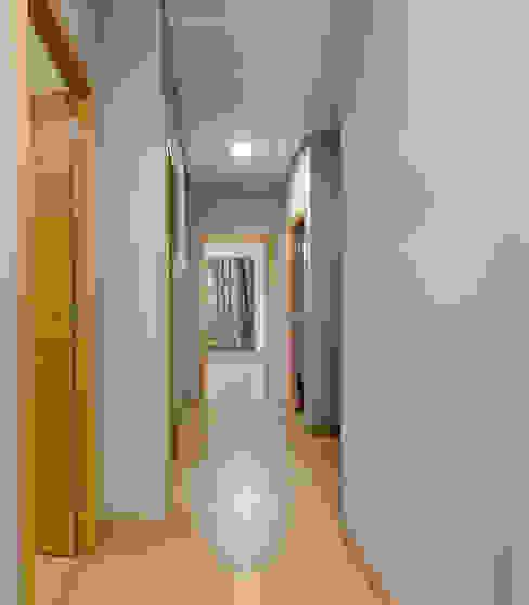 Pasillo E. G. Mondragón Espacios comerciales de estilo moderno Derivados de madera Verde