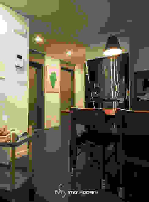 Dining room by 스테이 모던 (Stay Modern),