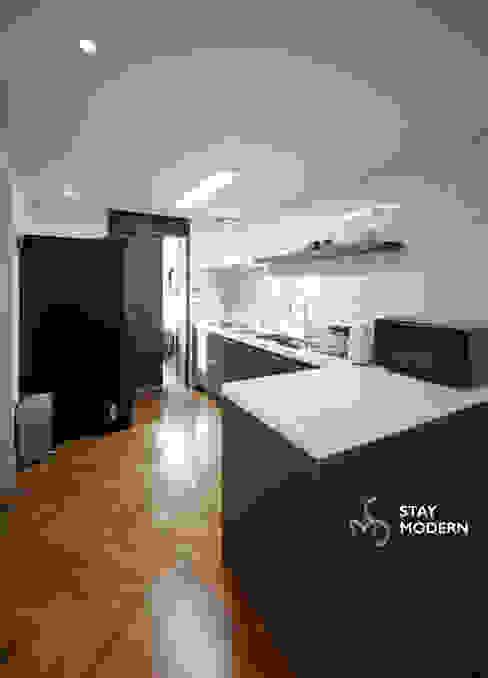 [24py] 부산 연지동 청구아파트 신혼집 인테리어: 스테이 모던 (Stay Modern)의  다이닝 룸