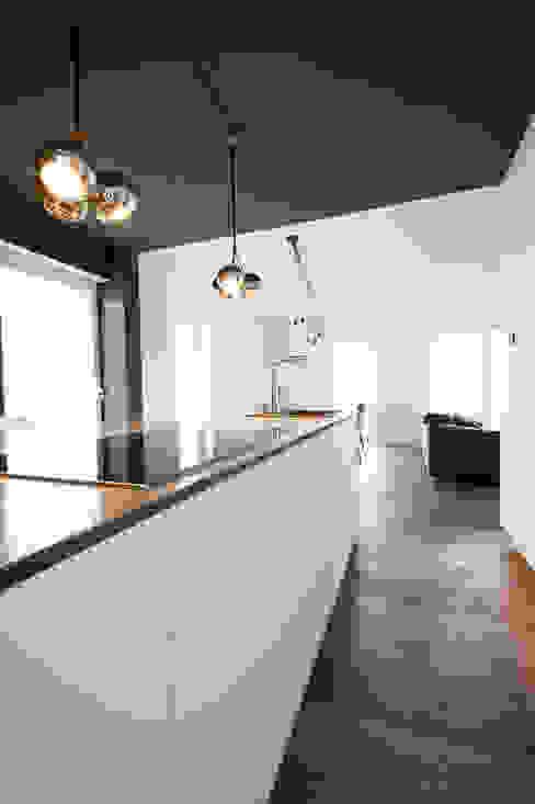 Cucina moderna di hysenbergh GmbH | Raumkonzepte Duesseldorf Moderno