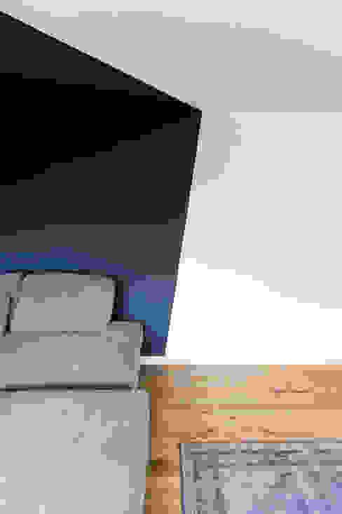 Soggiorno moderno di hysenbergh GmbH | Raumkonzepte Duesseldorf Moderno