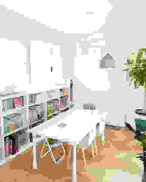 Habitaciones infantiles de estilo  por 토끼네집,