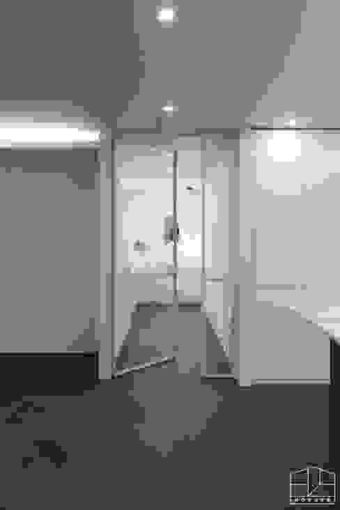 Puertas interiores de estilo  por 홍예디자인,