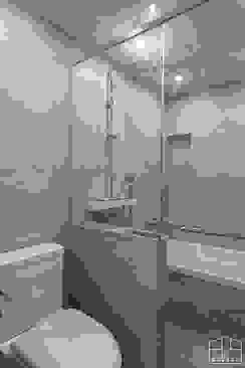 Bathroom by 홍예디자인, Modern