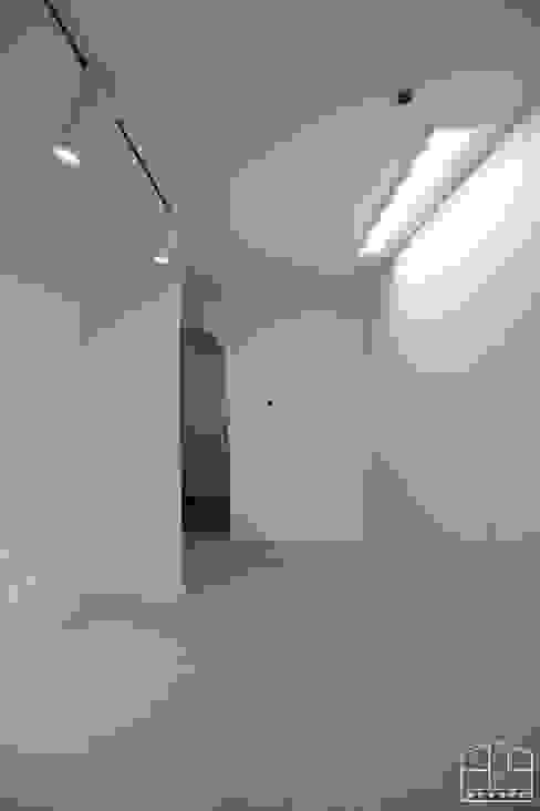 Dressing room by 홍예디자인, Modern
