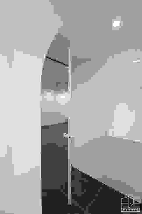 Doors by 홍예디자인, Modern