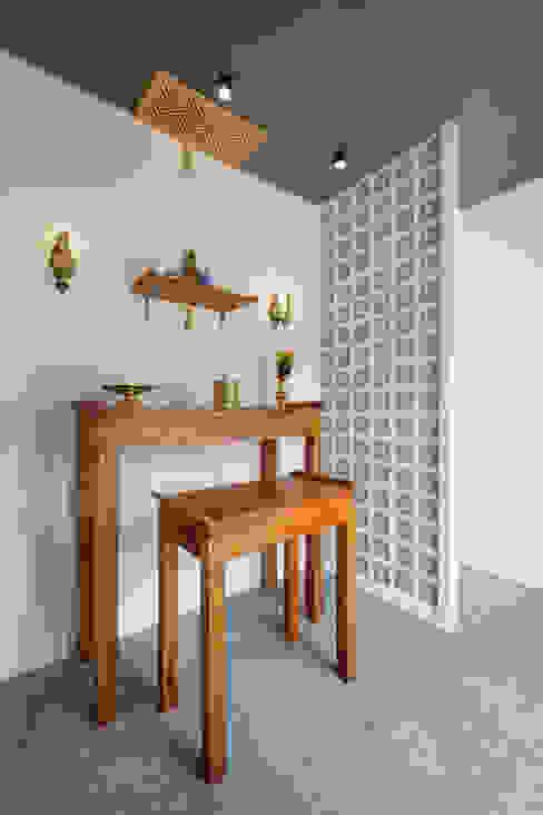 Living room by Mét Vuông, Rustic