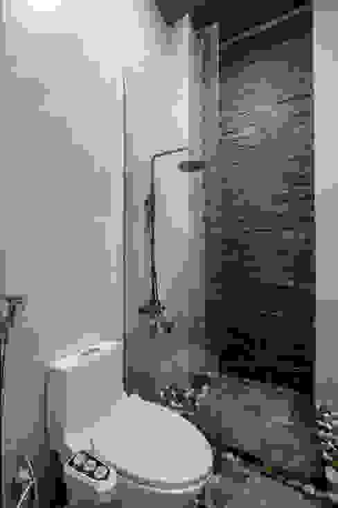 Rustykalna łazienka od Mét Vuông Rustykalny