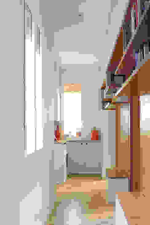 REFORMA LI - distribuidor fic arquitectos Pasillos, vestíbulos y escaleras de estilo ecléctico