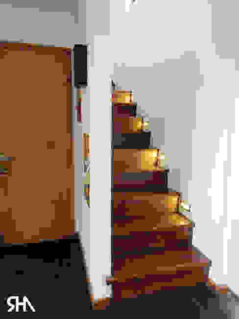 escalera de homify Moderno Madera Acabado en madera