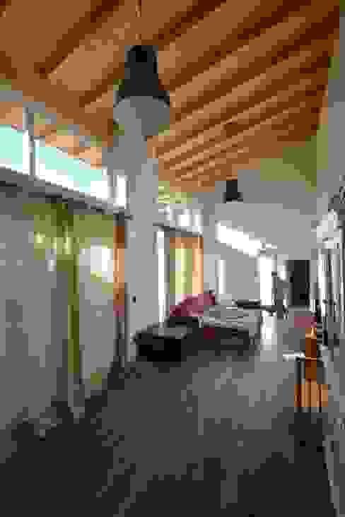 Cascinale novarese ristrutturato completamente Soggiorno moderno di Arch. Francesco Antoniazza - Il bello della casa ..................... di una volta Moderno