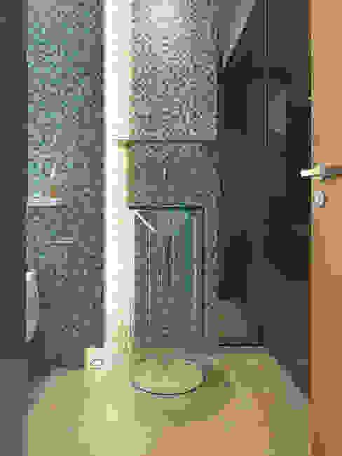 大直沈宅 Sheng Residence:  浴室 by  何侯設計   Ho + Hou Studio Architects , 現代風