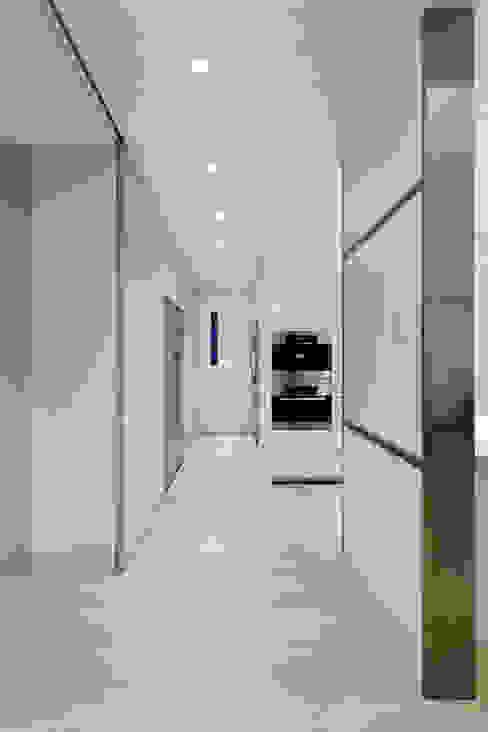 毛宅 Mao Residence:  廚房 by  何侯設計   Ho + Hou Studio Architects , 現代風