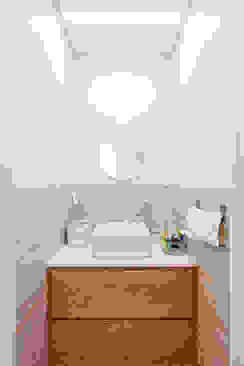 2층 화장실: 위드하임의  욕실