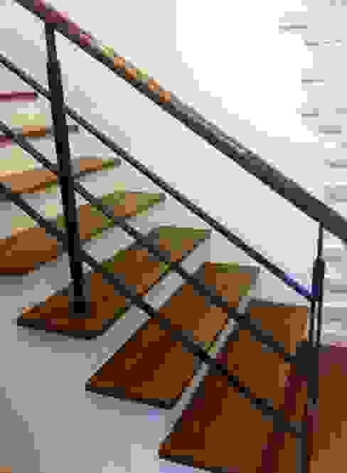 от 茂林樓梯扶手地板工程團隊 Модерн